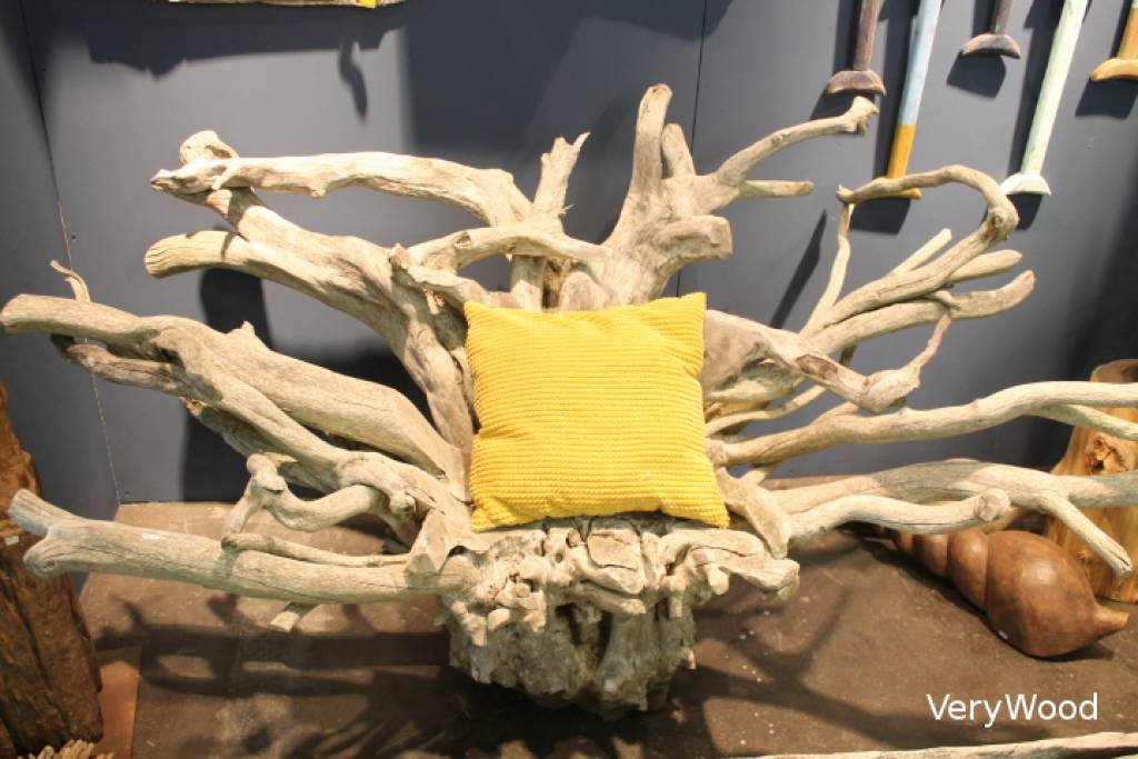 https://www.verywoodeco.com / Roots chair